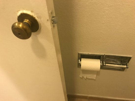 Portola Inn and Suites: too cheap for a second toilet paper