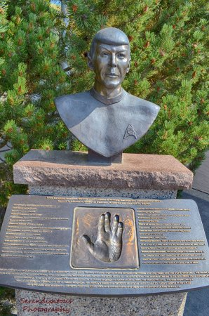 Vulcan, Kanada: Spock Bust, a few blocks up Center Street from the visitor center at the corner of 2nd Ave