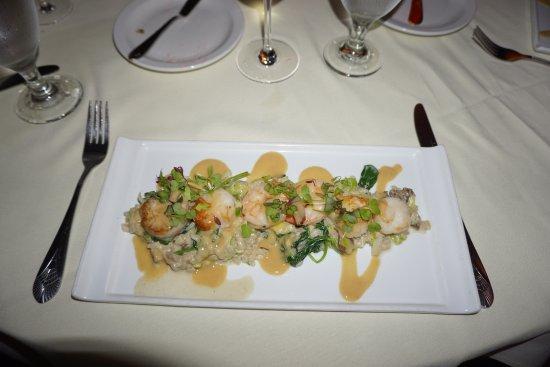 New London, Νιού Χάμσαϊρ: Shrimp and Scallop Dish