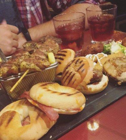 Restaurante bodegas la bella y la bestia iii en granada for Grifos y tapas granada
