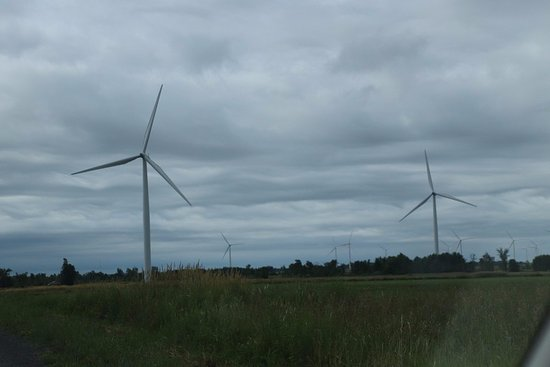 Wolfe Island, Canada: Two more turbines