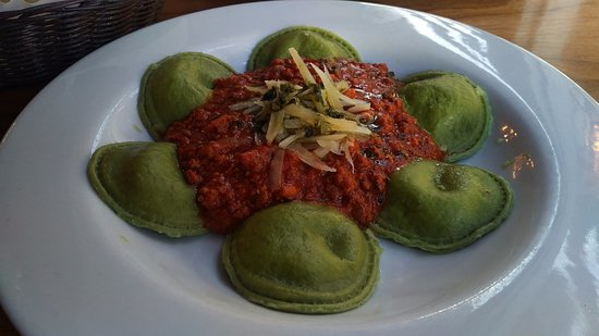 Di Zucchero Restaurant & Lounge: spinach ravioli with bolognese sauce