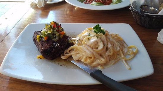 Di Zucchero Restaurant & Lounge: steak with cheese linguine