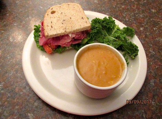 Sam's Steak and Seafood: Soup & sammie