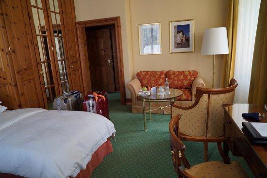 クルム ホテル サンモリッツ, 天井が高く、木の香りが漂います