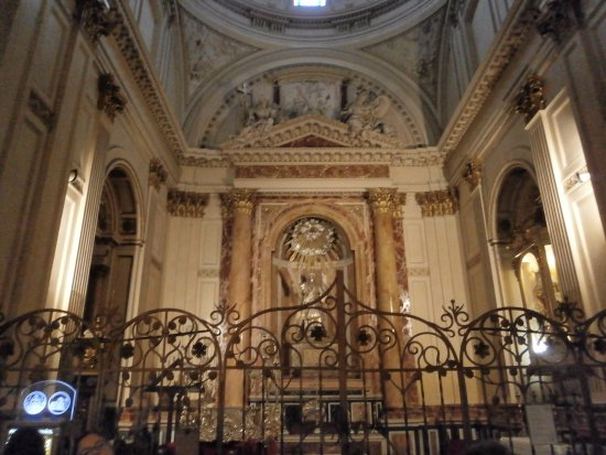Capilla del Santo Grial: 教会の内部
