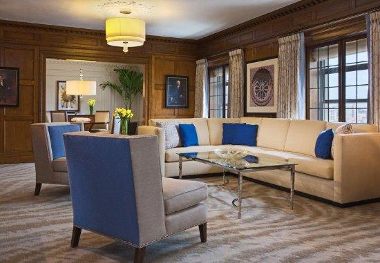 Peoria, IL: Presidential Suite - Living Area