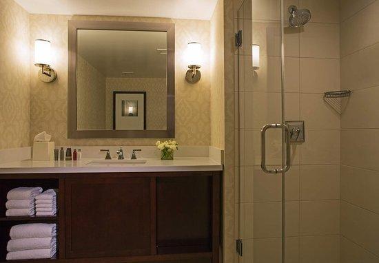Peoria, IL: Guest Room Bathroom