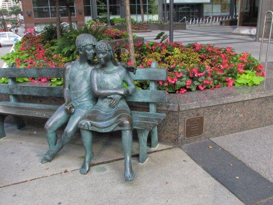Монреаль, Канада: sitting benches