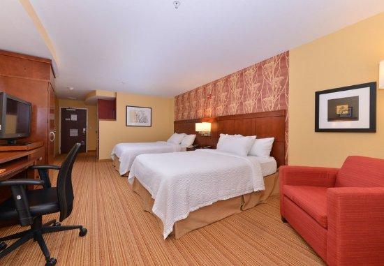Westampton, NJ: Queen/Queen Guest Room