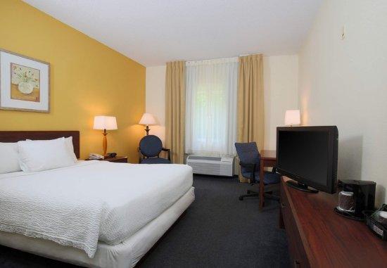 Warren, OH: Accessible Queen Guest Room