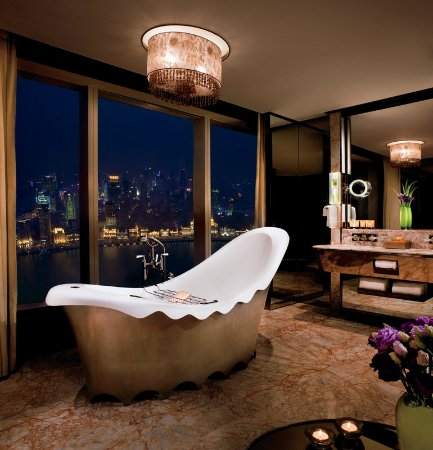 The Ritz-Carlton Shanghai, Pudong : Luxuriate in our Garden View Suite Bathroom