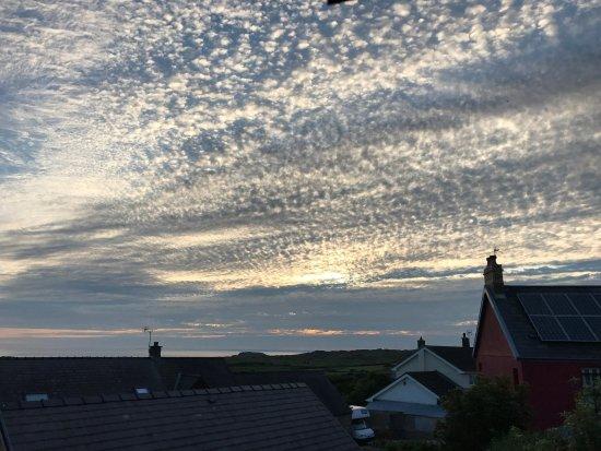 Llangennith, UK: Sunset from bedroom