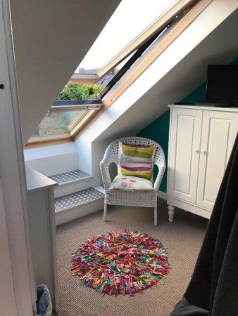 Llangennith, UK: Window that opens as veranda