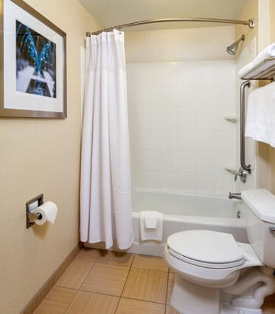 Modesto, Californië: Suite Bathroom