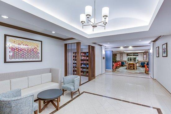 Holiday Inn Express & Suites Bethlehem: Hotel Lobby