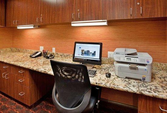Hampton Inn & Suites Aberdeen: Business Center