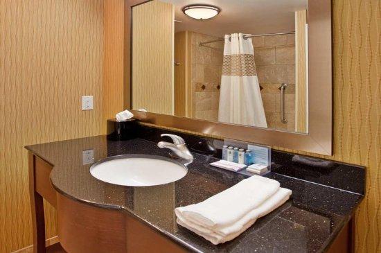 Hampton Inn & Suites Aberdeen: Bathroom