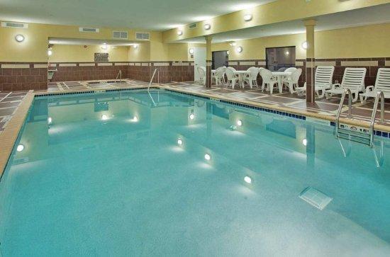 Hampton Inn & Suites by Hilton Aberdeen: Indoor Pool