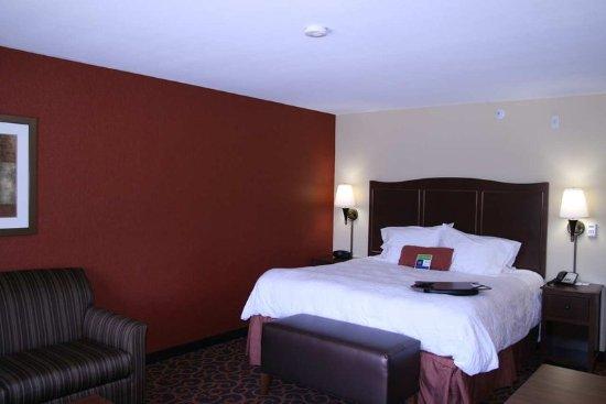 Hampton Inn & Suites by Hilton Aberdeen: King Study