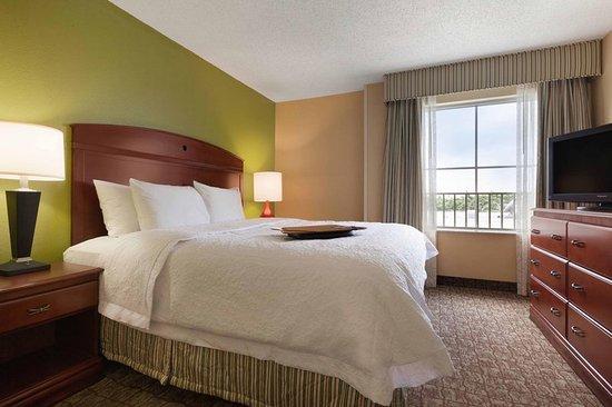 Hampton Inn & Suites Ft. Lauderdale Airport/South Cruise Port: King Suite
