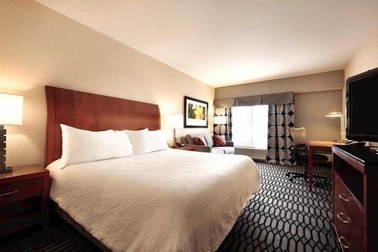Hilton Garden Inn Akron-Canton Airport: 1 King Bed Guestroom