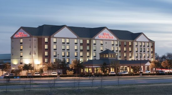 Duncanville, Teksas: Hilton Garden Inn Exterior at Night