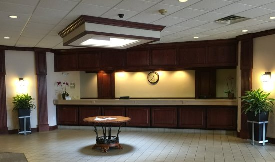 South Beloit, IL: Front Desk
