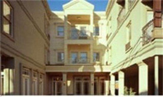 Blue Bay Inn: HOTEL EXTERIOR