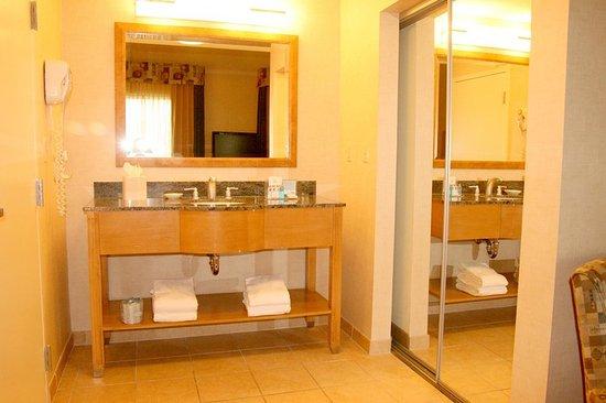 Highland, CA: Suite Vanity