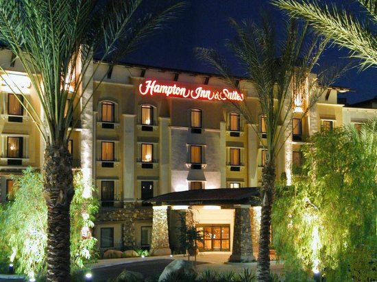Hampton Inn & Suites Highland: Hotel Exterior