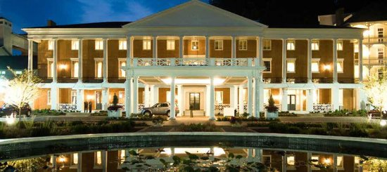 Bedford, PA: Hotel Exterior at Night