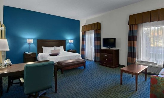 Smithfield, VA: King Suite with Sofabed
