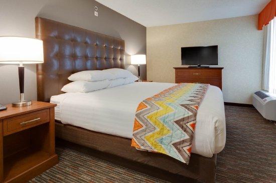 Drury Inn & Suites Columbia Stadium Boulevard: Two-room Suite Guestroom