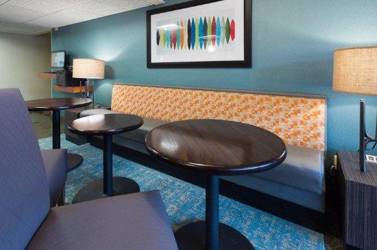 Drury Inn & Suites Columbia Stadium Boulevard: Lobby