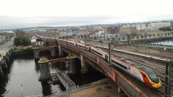 Jurys Inn Glasgow: View from our 6th fllor room overlooking the river