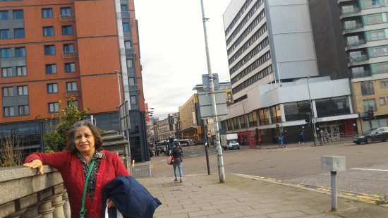 Jurys Inn Glasgow: View of the hotel from the bridge