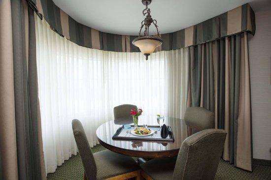 Athens, GA: Presidential Suite Dining