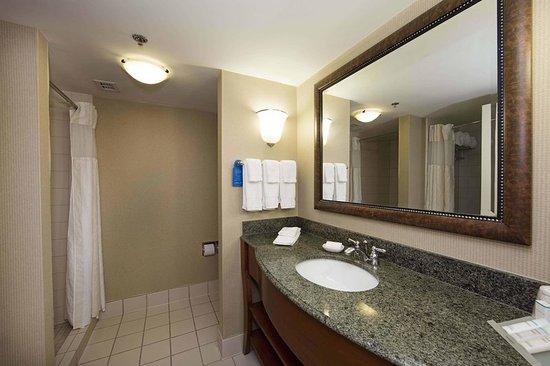 เอเธนส์, จอร์เจีย: King Corner Bathroom