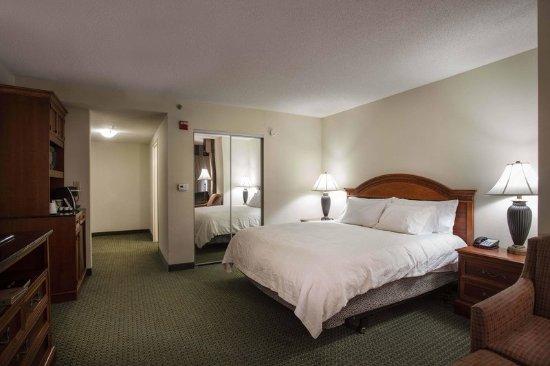 Athens, GA: King Corner Guest Room