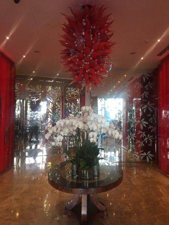 Emporium Hotel: Beautiful foyer & light