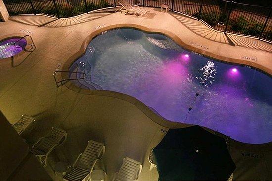 Hampton Inn & Suites Austin Cedar Park - Lakeline : Pool Area at Night