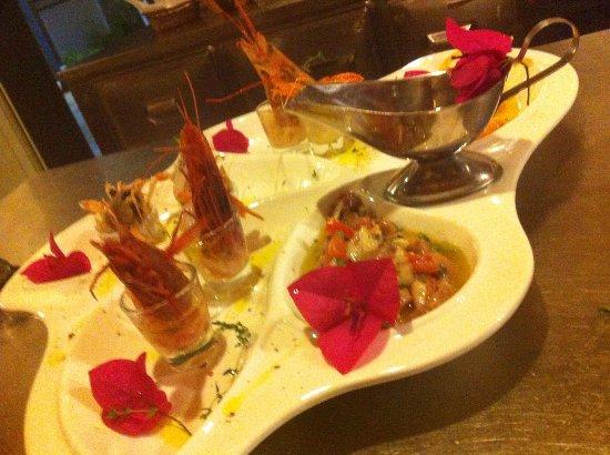 Nje Gatim Spektakolar Shije E Mrekullshme Larmi Gatimesh Royal Blue Restaurant