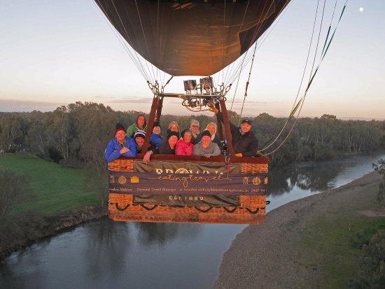 Mansfield, Australie : Eating Travel (ballooning Milawa)