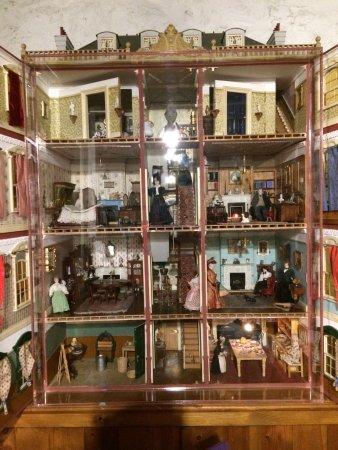 Kilwinning, UK: Wish I still had my dolls house