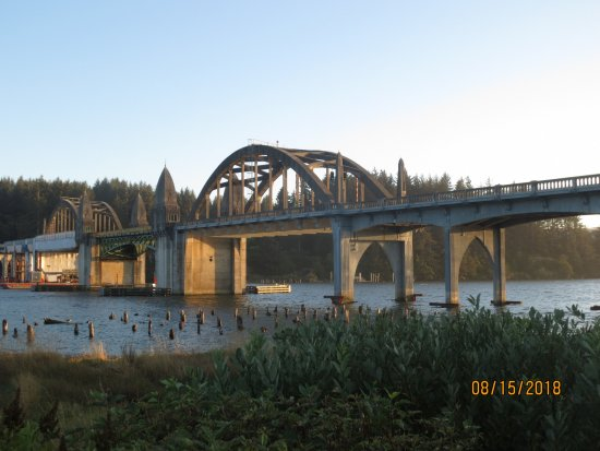 Siuslaw River Bridge: Viewed from Florence bay front.