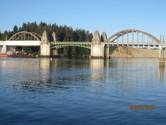 Siuslaw River Bridge: early morning view