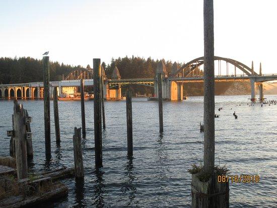 Siuslaw River Bridge: just before sunset