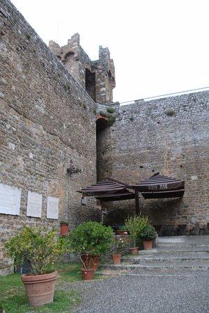 Montalcino - ワイナリー入り口