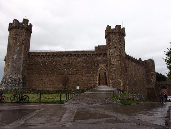 Enoteca la fortezza di montalcino for La fortezza arredamenti commerciali